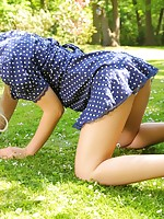 stocking lezbians showing their legs